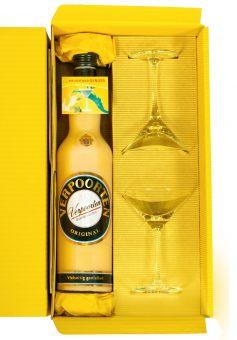 Geschenkverpackung mit einer 0,7 L Flasche VERPOORTEN ORIGINAL Eierlikör und 2 Cocktail Schalen im attraktiven Präsentkarton.
